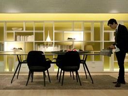 Bílá barva a velký stůl: dva věčné evergreeny posledních let
