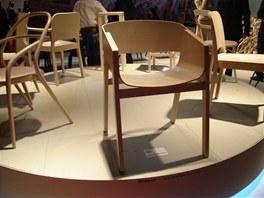 """TON """"postoupil"""" do designového pavilonu, kam se dostanou jen nejlepší firmy. I zásluhou židle Merano a jejího letošního ocenění Red Dot."""