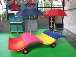 Nábytek, který si navrhly děti ve Francii samy.