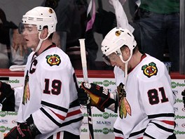 CHICAGSK TYKA: Zklaman (zleva) Troy Brouwer, Jonathan Toews, Marin Hossa a Patrick Sharp.