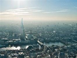 Londýn byl donedávna z architektonického hlediska poměrně konzervativním městem a neměl mnoho výškových budov. Není tedy divu, že i Shard byl terčem kritiky.