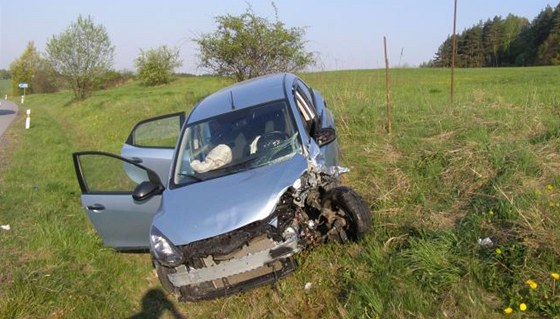 Mazda po srážce u Jičína (22. dubna 2011)