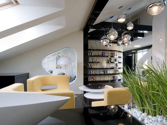 Čalouněný nábytek od české firmy mm interiér působí, jako kdyby byl vyrobený na zakázku.