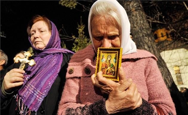 Sta�enky se modlí za své blízké na pietní akci k 25. výro�í havárie v �ernobylu v ukrajinském Kyjev�. (26. dubna 2011)