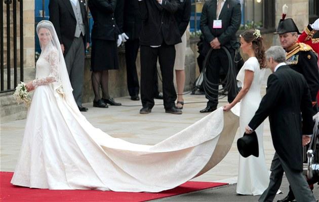 Kate Middletonová přijela do Westminsterského opatství. (29. dubna 2011)