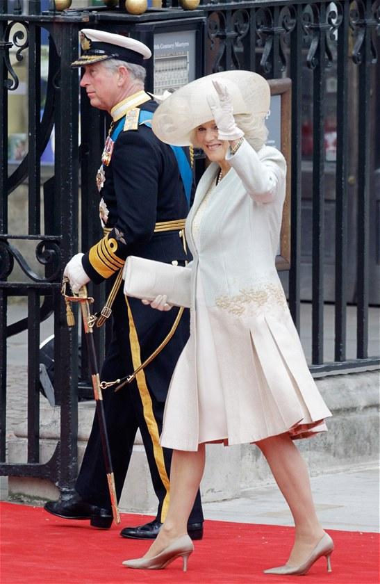 Princ Charles s manželkou Camillou přicházejí do Westminsterského opatství. (29. dubna 2011)