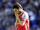 TO SNAD NEN� PRAVDA. Kapit�n Arsenalu Cesc Fabregas jako by ani nemohl uv��it tomu, �e jeho t�m prohr�l s Boltonem.