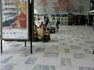 Vestibul nádraží v Havířově vskutku nezapře dobu vzniku.