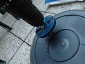 Na vrtání jsme použili obyčejnou děrovku.