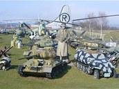 Letadla a vojenská technika v Air parku u Třemošné.