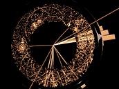"""Detektor ATLAS zachycuje dráhy částic odlétajících ze srážek uvnitř LHC. Podle jejich parametrů se zpětně dopočítává, které částice vznikly při srážce. Dole a vpravo jsou dva statistické """"vrcholy"""", které nejspíš prozradí skutečně relevantní informace"""