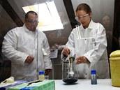 Chemické pokusy v podání pracovníků firmy Bayer