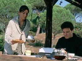 Colin Firth se svou l�skou ve filmu L�ska nebesk�
