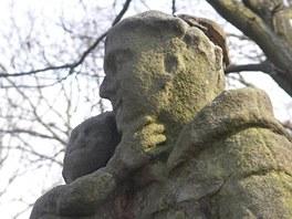 Po zloději barokní sochy svatého Antonína Paduánského pátrají policisté z České Lípy.