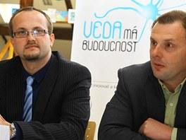 Zástupci firem Bayer (Jiří Rösner, vlevo) a IBM (Jan Kleindienst, vpravo)