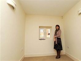 V p��zem� domu je lo�nice o velikosti 4,95 � 2,21 metr�. Na sn�mku je realitn� makl��ka Julie Williamsov�.