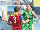 MÁM! Brankář Brna Tomáš Bureš chytá míč během zápasu s Plzní.