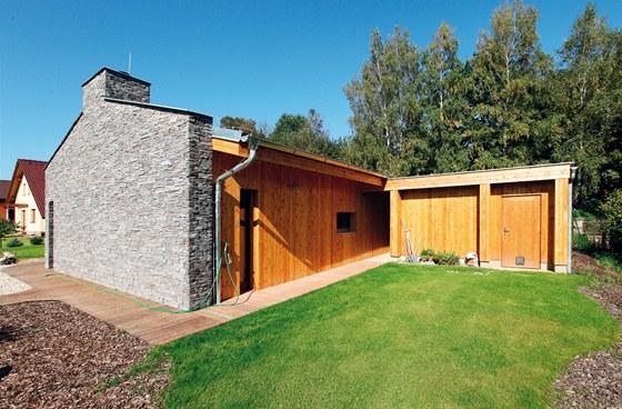Dřevostavba sloupkové konstrukce v Choceradech, užitná plocha 142,6 m2, autor návrhu Ing. arch. Miloš Černý, projekční kancelář Archin
