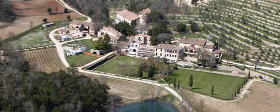 Angelina Jolie a Brad Pitt koupili se zámkem také rozsáhlou vinici a svah plný olivovníků.
