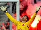 DŮLEŽITÁ VÝHRA. I brankář Martin Vaniak věděl, co vítězství pro Slavii znamená - na hřišti se v lize zachránila.