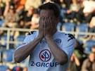 ŠVANCI. Petr Švancara ze Slovácka schovává tvář do dlaní poté, co promarnil velkou šanci.