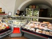 Prodejna sýrů manželů Staňkových v jihlavské ulici Matky Boží.