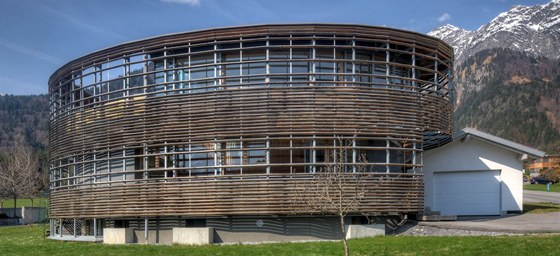 """Andreas Kleboth, spoluautor návrhu, si práci pro rodiče pochvaluje. """"Splnil jsem tak otci sen. Celý život si přál žít ve slunném domě postaveném ze dřeva."""""""