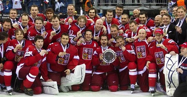 BRONZOVÝ TÝM. Čeští hokejisté získali na MS 2011 v Bratislavě bronzové medaile.