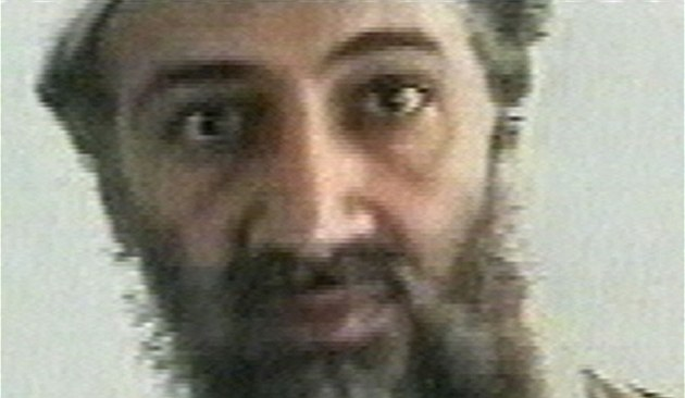�éf al-Káidy Usáma bin Ládin na archivním snímku z roku 2001