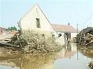 Zálezlice velká voda v roce 2002 téměř smazala z mapy. Dnes je obec před povodní mnohem lépe chráněná.