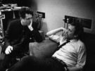 Producent Joe Henry a herec Hugh Laurie p�i pr�ci na albu Let Them Talk