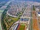 Na fotografiích jsou oblasti v provincii S'-čchuan na jihozápadě Číny zasažené v roce 2008 ničivou katastrofou. Veškeré rodinné i bytové domy jsou nově postavené.