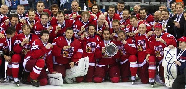 BRONZOVÝ TÝM. �e�tí hokejisté získali na MS 2011 v Bratislav� bronzové medaile.