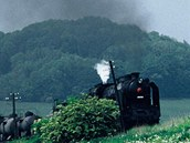 Na trati nat��el Jan Sv�r�k pro film Tmavomodr� sv�t �tok st�ha�� na vlak.