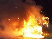 Při příjezdu prvních hasičů bylo auto zn. FIat Cinquecento celé v plamenech.