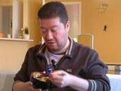 Pokud chcete jíst oyakodon hůlkami, připravte si k němu i lepivou japonskou rýži.