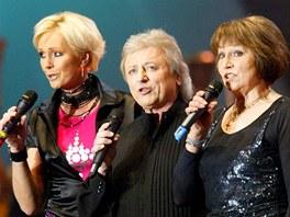 Vystoupení Golden Kids v březnu 2004 v Praze (zleva Helena Vondráčková, Václav Neckář, Marta Kubišová).