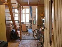 V původním pokoji bratrů byl jediný pracovní stůl a patro na spaní.