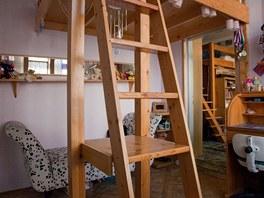 Do dívčího pokoje je přístup pouze přes pokoj bratrů.