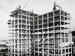 Na snímku železobetonová konstrukce Baťova mrakodrapu ve Zlíně z roku 1937. Na místo tří propojených budov navrhl Vladimír Karfík budoucí dominantu Zlína, která měřila 77,5 metru.