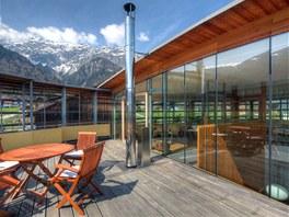 V patře je kromě prostorné odpočinkové terasy také chemická laboratoř, galerie se zimní zahradou a sauna.