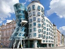 Tančící dům stojí v Praze na pravém břehu Vltavy.