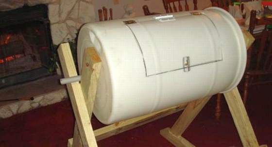Kompostér vyrobený z plastového sudu