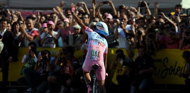 JSEM VÍTĚZ. Alberto Contador dojel v závěrečné časovce Gira třetí, ale s přehledem si pohlídal celkové vítězství.