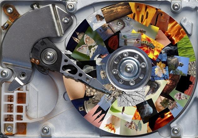 Tém�� v�echny na�e fotografie, videa, dokumenty a hudba kon�í na plotnách pevných disk�.