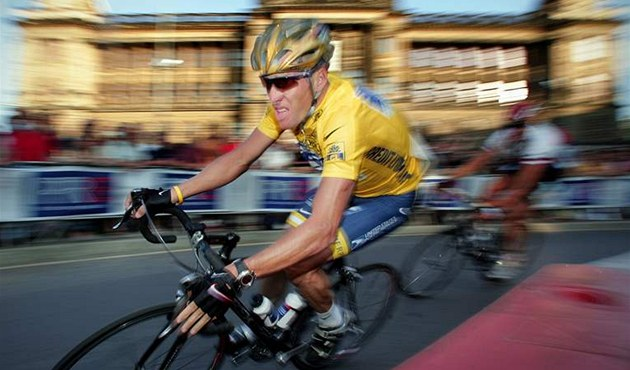 Lance Armstrong v Praze 2004