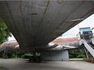 Známé olomoucké letadlo, sovětský Tupolev TU-104A, které stojí u bazénu od roku 1975, je nyní už v poměrně špatném stavu. Uvnitř je stále noční bar.