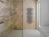 Koupelna s velkým sprchovým koutem