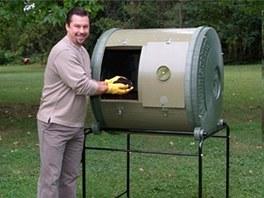 Horizontální kompostér usazený do koleček