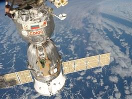 Loď Sojuz kotvící u vesmírné stanice ISS